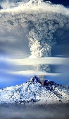 Eruption in Mount Ararat (Turkey, Armenia).