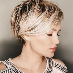 Sassy Summer Short Hairstyles In 2019 - Nail Art Connect Girl Short Hair, Short Hair Cuts, Short Hair Styles, Buns For Short Hair, Short Hairstyles For Women, Cool Hairstyles, Summer Hairstyles, Hairstyle Short, 2015 Hairstyles