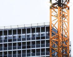 Crane // Paris // 2018  #crane #work #workinprogress #batignolles #paris #photography #urbanphotography #chantier  #construction #industrial #nikon #nikond7200 #minimalism #minimalist #colours #instagood #instadaily #instalike #loutre