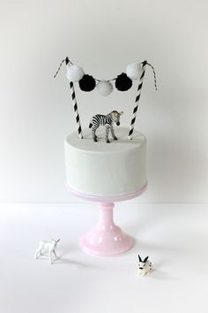 Trend: Adorable Animal Cake Toppers white cake with pompom garland, cakebunting black&white white cake with pompom garland, cakebunting black&white Pretty Cakes, Cute Cakes, Beautiful Cakes, Zebra Party, Bolo Diy, Cake Bunting, Cake Topper Banner, Baby Cake Topper, Animal Cakes