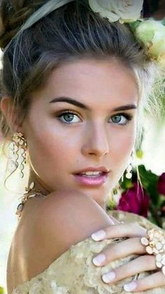 Beautiful Glamorous Dresses A clothed beauty page :-) Sharing favourite pictures sourced from the web. Most Beautiful Faces, Stunning Eyes, Gorgeous Women, Pictures Of Beautiful Women, Gorgeous Girl, Dead Gorgeous, Stunningly Beautiful, Beauté Blonde, Blonde Beauty