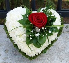 Good Photos simple Funeral Flowers Ideas Whether or not you are arranging and also going to, funerals are invariably a sorrowful and occasionally deman. Grave Flowers, Cemetery Flowers, Funeral Flowers, Wedding Flowers, Valentine Flower Arrangements, Funeral Floral Arrangements, Valentines Flowers, Rose Arrangements, Ikebana