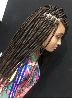 How to style the box braids? Tucked in a low or high ponytail, in a tight or blurry bun, or in a semi-tail, the box braids can be styled in many different ways. Box Braids Hairstyles For Black Women, Protective Hairstyles For Natural Hair, French Braid Hairstyles, Black Girl Braids, African Braids Hairstyles, Braids For Black Women, Braids For Black Hair, Cool Hairstyles, Black Hairstyles