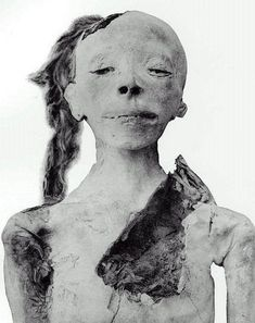 Unknown Boy, egypcian mummy, (c. 1453?-1419? B.C.). Discovery Date: March 9'th, 1898, by Victor Loret.