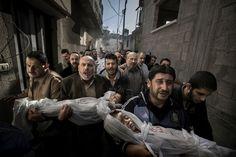 La foto ganadora del World Press Photo 2012 | Autor: Paul Hansen | Fotogalería | Cultura | EL PAÍS