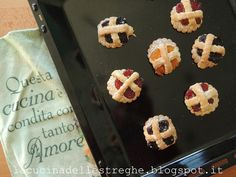 La cucina delle streghe: Dolcetti di pasta frolla Biscotti, Waffles, Pasta, Breakfast, Food, Morning Coffee, Essen, Waffle, Meals