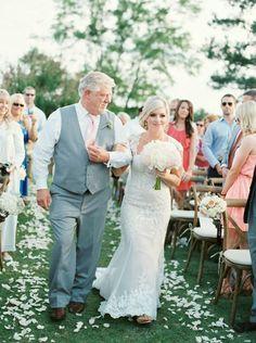 elegant outdoor ms wedding | outdoor ceremony aisle | wedding day photos | outdoor ceremony decor