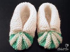 Ravelry: Baby Shoes pattern by Stitchlogue by Calista Yoo Baby Cardigan Knitting Pattern Free, Baby Booties Free Pattern, Baby Boy Knitting Patterns, Baby Shoes Pattern, Baby Hats Knitting, Baby Patterns, Knit Baby Shoes, Crochet Baby Booties, Baby Bootees