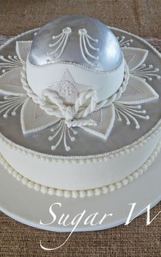 Mariachi Groom's Cake Mariachi hat is made with fondant, royal icing and silver luster. Baptism Party Decorations, Mexican Party Decorations, Baptism Favors, Baptism Ideas, Fiesta Cake, Fiesta Theme Party, Mexican Birthday Parties, Baby Boy Baptism, Mariachi Hat
