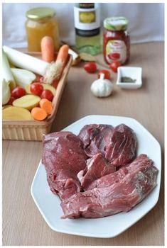 Divočák po portugalsku - divoké vepřové pečené na zelenině a bylinkách Steak, Steaks