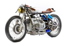 That's a funny place for an air filter...OMG that's a Porsche turbo on a r100rs! Brilliant!