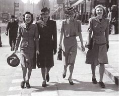 (Años40) Las mujeres francesas no estaban dispuestas a perder su identidad de estilo a pesar de los conflictos bélicos. La cintura se acentuó un poco más y se masculinizó la espalda mediante  hombreras. Las faldas se hicieron un poco más amplias y aparecieron las faldas tubo.