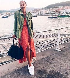 Discover recipes, home ideas, style inspiration and other ideas to try. Mode Outfits, Fashion Outfits, Womens Fashion, Mode Simple, Sneakers Mode, Look Fashion, Pretty Outfits, Casual Chic, Ideias Fashion