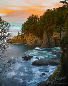 A Flattering Sunset - Cape Flattery on the Olympic Peninsula of Washington. This is the most extreme northwest corner of the continental United States. Vancouver Island in Canada is across the Straight of Juan de Fuca from here. Places To Travel, Places To See, Beautiful World, Beautiful Places, Landscape Photography, Nature Photography, Beau Site, Evergreen State, All Nature
