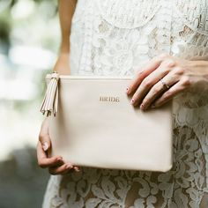 Brides Pouch Bag 💍 Perfect bag for your big day, beautiful and practical pouch bag to keep all your essentials close by! Something you can treasure for years to come. Wedding Bag, Home Wedding, Wedding Gifts, Wedding Bride, Black Clutch Bags, Black Makeup Bag, Blush Makeup, Pouch Bag