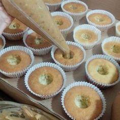 Estou iniciando uma sessão de recheios para bolos e cupcakes, juntando tudo que já foi testado e super aprovado, em uma pastinha organizada pra facilitar o link na adição das receitas. Aproveit…