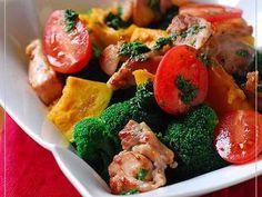 チキンと温野菜のおかずサラダの画像