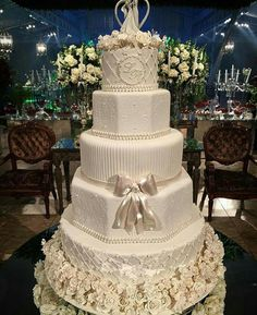 60 Elegant And Beautiful Wedding Cakes You'll Like - Page 10 of 60 - Hochzeit Ideen Luxury Wedding Cake, Floral Wedding Cakes, Wedding Cake Rustic, Elegant Wedding Cakes, Wedding Art, Floral Cake, Beautiful Wedding Cakes, Wedding Cake Designs, Beautiful Cakes