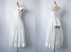 vintage 1940s wedding dress
