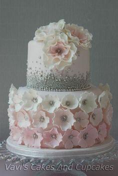 30 ideas birthday cake fondant baking for 2019 Gorgeous Cakes, Pretty Cakes, Cute Cakes, Amazing Cakes, Birthday Cakes For Women, Birthday Cupcakes, Party Cupcakes, Birthday Ideas, 16th Birthday Cake For Girls