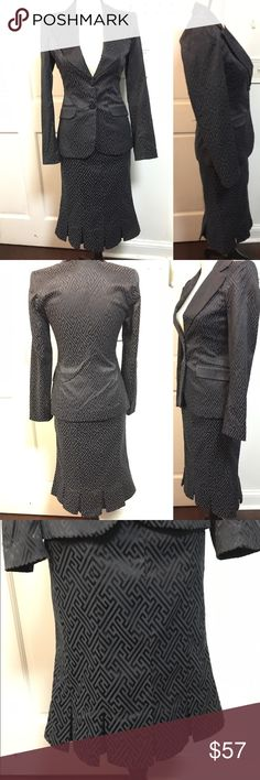 Work Skirt Suit 2 Piece Elegant skirt 2 piece suit. Skirt is pleated and suit has a nice design. Skirt is 24 inches long Blanco Other