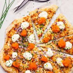 Löjromspizza - Recept - Tasteline.com Food Porn, Swedish Recipes, Eat Right, Fish And Seafood, Vegetable Pizza, Brunch, Food And Drink, Veggies, Appetizers