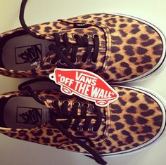Details, tiger shoes - Thuis
