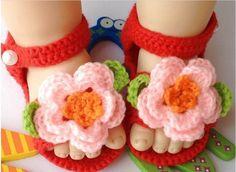 caliente de ganchillo hecho a mano zapatos de bebé de la muchacha primero infantil zapatos de caminantes rojo recién nacido zapatos de niño con flores de color rosa regalos