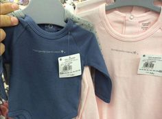 Los supermercados Hipercor retiran unas camisetas infantiles que vendían con lemas sexistas | 20minutos.es