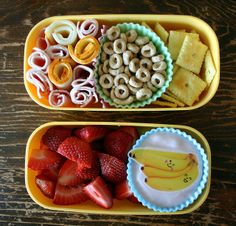 Long list of healthy lunch ideas for little ones. Print out a list and keep it on the refrigerator for inspiration...