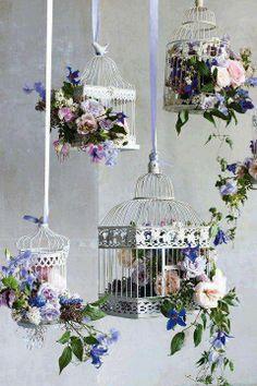 Decoração com gaiolas floridas ...