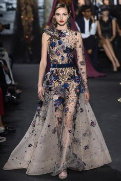 Catwalk photos and all the looks from Elie Saab Autumn/Winter Couture Paris Fashion Week - Balmain inspiration he would design gowns for his customers and put them in richly embroidered pieces like this modern one. Style Haute Couture, Haute Couture Dresses, Couture Fashion, Runway Fashion, Fashion Show, Paris Fashion, Ootd Fashion, Dress Fashion, Elie Saab Couture