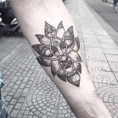 Ideas Tattoo Mandala Lotus Shape For 2019 Buddha Tattoo Design, Mandala Tattoo Design, Dotwork Tattoo Mandala, Tattoo Designs, Buddha Lotus Tattoo, Ganesha Tattoo, Hand Tattoos, Forearm Tattoos, Body Art Tattoos