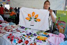 """Nezahualcóyotl, Méx. 05 Junio 2013. """"Textiles bordados"""". Michoacán."""