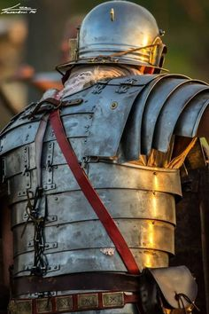 Let us take a gander at 12 marvelous warrior armor ensembles from history you should know about, from ancient to late medieval period. Ancient Armor, Medieval Armor, Medieval Fantasy, Roman Armor, Arm Armor, Rome Antique, Roman Warriors, Roman Legion, Empire Romain
