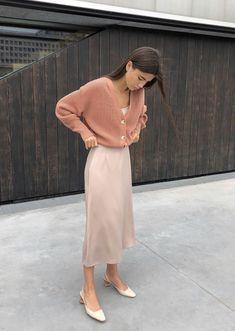 Pin nadiassidani springskirtsoutfits girl pink pretty fashion summer brunette vintage lay it all out Look Fashion, Spring Fashion, Autumn Fashion, Fashion Design, French Fashion, Fashion Fashion, Korean Fashion Fall, Latex Fashion, Fashion 2018