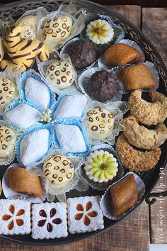 Gateaux de l'Aid el Fitr - Made in morocco - Indian Dessert Recipes, Ethnic Recipes, Aid El Fitr, Eid Food, Bread Shop, Arabic Sweets, Iftar, Cookie Desserts, Food Pictures