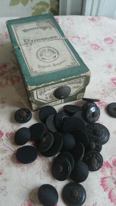 ButtonArtMuseum.com - Gorgeous Full Box Antique French Paris Mode Satin Covered Buttons C1880