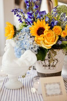 Great combination of hydrangea, sunflowers and yellow roses @cedarwoodwed | DOVE Photography