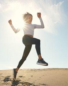 Photo of a Desert Run; runner leaping off a dune in a desert. Desert running photographed by Matt Korinek. Beach Workouts, Outdoor Workouts, Fitness Goals, Yoga Fitness, Fitness Wear, Jumping Poses, Foto Sport, Running Photos, Fitness Photoshoot