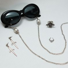 Diy Glasses, Cute Glasses, Moda Fashion, Womens Fashion, Glass Holders, Jewelery, Chain, Sunglasses, Silver