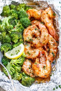 Shrimp and Broccoli Foil Packs with Garlic Lemon Butter Sauce - - Whip up a super tasty meal in under 30 minutes! - by Shrimp and Broccoli Foil Packs with Garlic Lemon Butter Sauce - - Whip up a super tasty meal in under 30 minutes! Foil Pack Meals, Foil Dinners, Healthy Recipes, Diet Recipes, Cooking Recipes, Recipes Dinner, Crockpot Recipes, Cooking Blogs, Cooking Classes