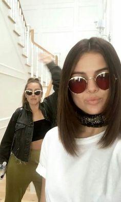 Selena Gomez Friends, Selena Gomez Short Hair, Selena Gomez Wallpaper, Marie Gomez, Short Blonde, Celebs, Celebrities, Outfit Goals, Kendall Jenner