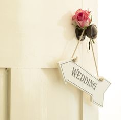 Wedding sign - make sure your guests don't take the wrong turn at your wedding with our attractive sign.
