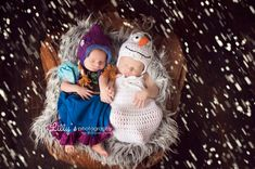 Frozen newborn photoshoot with Lilly's photography Br Liliana Serna. Anna and Olaf crochet