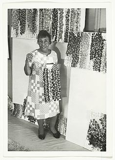 Alma Thomas in her studio, ca. Alma Thomas papers, Archives of American Art, Smithsonian Institution. African American Artist, African Art, American Artists, Alma Thomas, I Look To You, Archives Of American Art, Post Painterly Abstraction, Black Artists, Black History Month