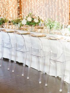 Loose, organic florals and sleek ghost chairs give this Southern wedding an unexpected modern twist. Erin Wilson, Clear Chairs, Acrylic Chair, Ghost Chairs, Head Tables, Organic Modern, Southern Weddings, Wedding Tables, Cocktail Tables