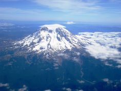 Aerial view of Mount Ranier in Washington state