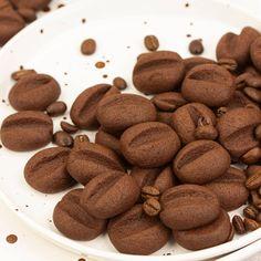 """Zapraszam po niesamowicie ciekawy przepis na ciasteczka kawowe, które do złudzenia przypominają wyglądem ziarna kawy. Ciasteczka """"Ziarenka kawy"""" są nie tylko proste do zrobienia, ale i robią duże wrażenie. Coffee Recipes, Almond, Cookies, Food, Diet, Crack Crackers, Biscuits, Essen, Almond Joy"""
