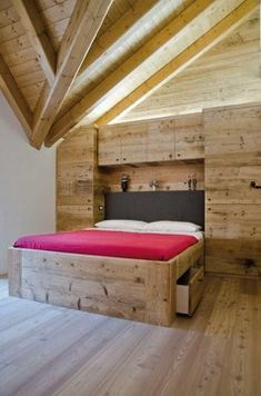 Find out all photos and details of Arredamento moderno in legno on Archilovers. Browse the complete collection of pictures and design drawings Mountain Style, Mountain Homes, Chalet Interior, Interior Design, Mountain Bedroom, Apartment Projects, Dream Furniture, House In The Woods, Decoration
